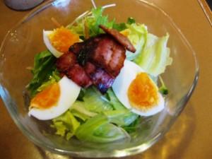 このサラダが280円!安くないですか?そしてとても野菜が美味しいです。