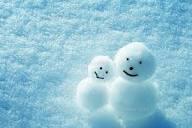 雪だるまも寄り添っています。